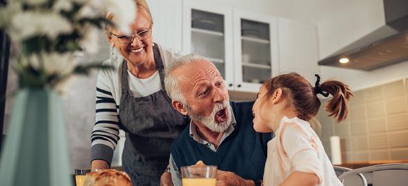 Τι πρέπει να προσέξουμε όταν τα παιδιά μεγαλώνουν με τη γιαγιά και τον παππού;
