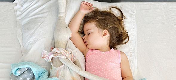 5 τρόποι για να κοιμηθεί το παιδί σαν πουλάκι φέτος το καλοκαίρι