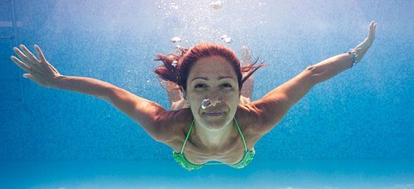 5 αλλαγές που θα συμβούν στο σώμα σας αν βάλετε το κολύμπι στη ζωή σας