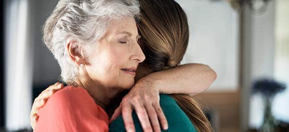 Μερικές φορές, θέλω να ξαναγίνω παιδί και να χωθώ στην αγκαλιά της μαμάς μου…