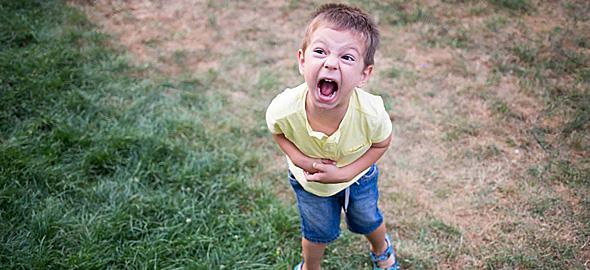 Στη μαμά που έχει βαρεθεί να ακούει ότι το παιδί της είναι άτακτο: Mην μασάς!
