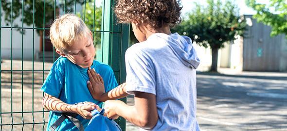 Πώς να μιλήσετε στον γονιό ενός παιδιού που κάνει bullying στο δικό σας