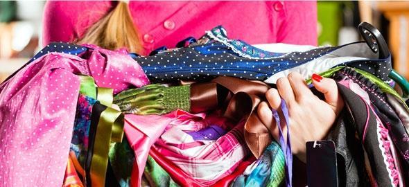 DIY  Κάντε τα παλιά σας ρούχα να μοιάζουν με καινούρια 4a262bbfa77