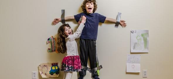 «Μαμά, έκανα τον αδερφό μου κορνίζα!» και 11 ακόμη απίστευτες ιδέες παιδιών