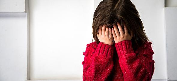 Η 6χρονη κόρη μου φοβάται σχεδόν τα πάντα και λέει προσευχές. Πώς να την βοηθήσω;