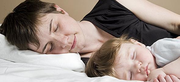 Κοιμάμαι μαζί με τον 3χρονο γιο μου. Μήπως είναι κακό γι' αυτόν;