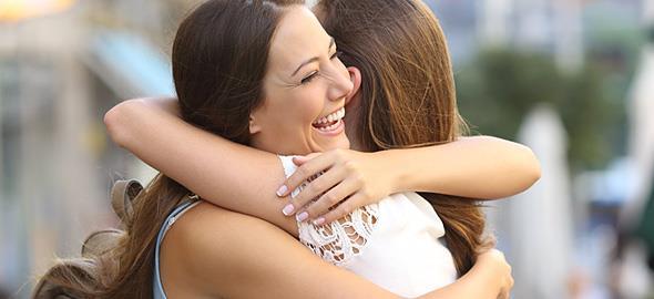 4 πράγματα που διαπιστώνουμε για την (αληθινή) φιλία καθώς μεγαλώνουμε