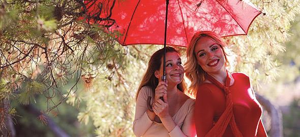 Κερδίστε διπλές προσκλήσεις για την θεατρική παράσταση «Το ταξίδι της κόκκινης ομπρέλας» στις 19/1