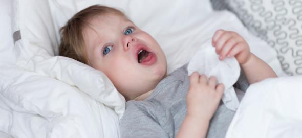 Νυχτερινός βήχας: τι μπορεί να κρύβει και πώς να ανακουφίσετε το παιδί