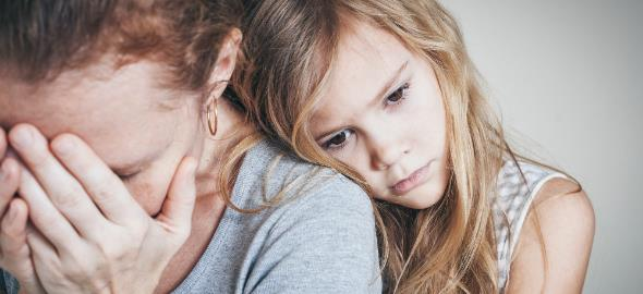 Ένα παιδί που γίνεται μαμά της μαμάς του καταλήγει δυστυχισμένο