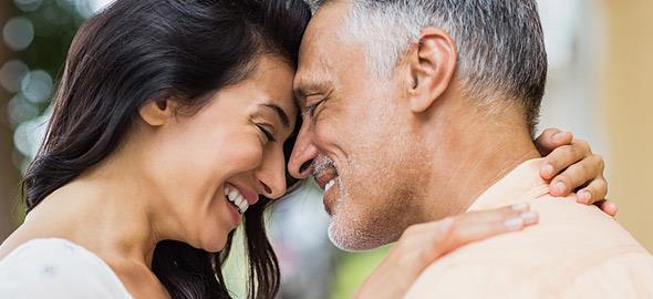 Τα υπέρ και τα κατά του να ερωτεύεσαι κάποιον πολύ μεγαλύτερό σου
