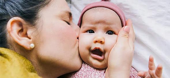 10 κανόνες που πρέπει να τηρείτε όταν επισκέπτεστε μωρά