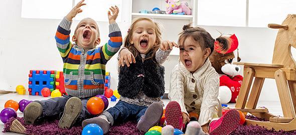 Να εκπαιδεύτε τα παιδιά με παιχνίδια και όχι με φορτωμένο από δραστηριότητες πρόγραμμα