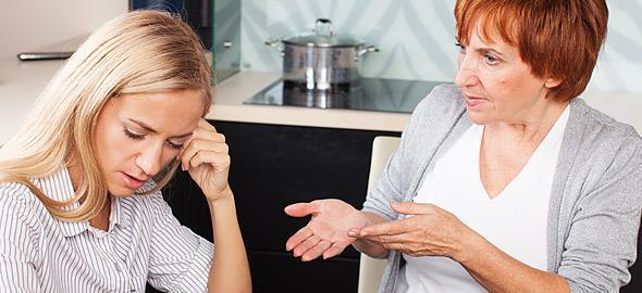 4 σημάδια ότι έχετε μια τοξική πεθερά και πώς να την αντιμετωπίσετε