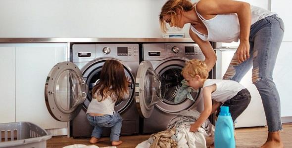 Κορονοϊός: Πώς να απολυμαίνουμε τα ρούχα σύμφωνα με τοΚέντρο Ελέγχου Επιδημιών