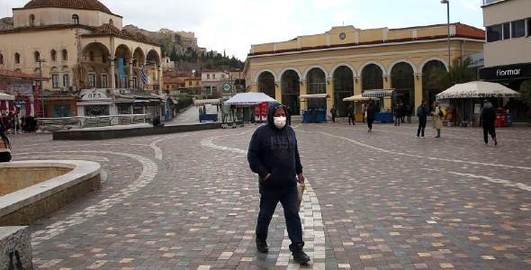 Times: Οι Έλληνες υπόδειγμα υπακοής καιψυχραιμίας