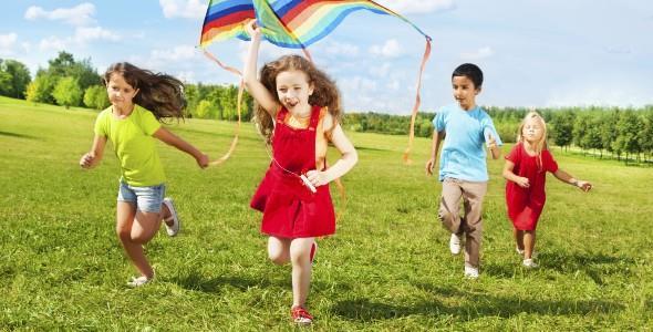 4 συμβουλές της Μοντεσσόρι για ένα τέλειο καλοκαίρι με τα παιδιά