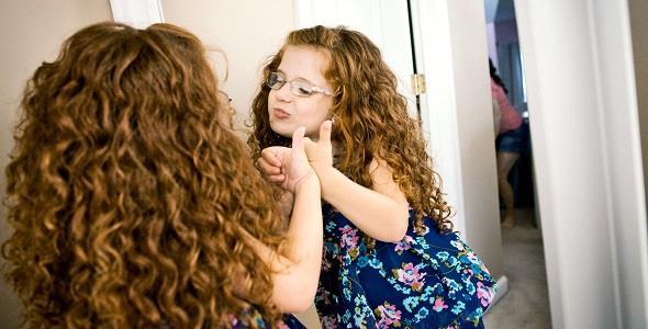 Πώς να μάθω την κόρη μου να αγαπά το σώμα της