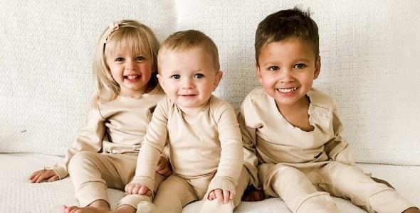 Γυναίκα υιοθετεί τα μικρότερα αδέρφια του θετού γιου της για να γίνουν και πάλι οικογένεια