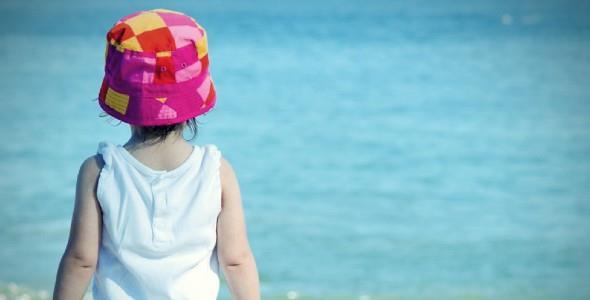 Γιατί το παιδί φοβάται να μπει στη θάλασσα και πώς θα το ξεπεράσει