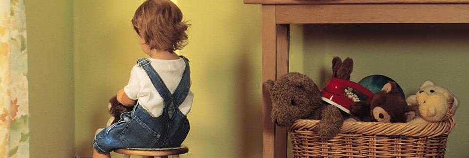 «Πήγαινε γρήγορα στο δωμάτιό σου»: Μήπως αυτή η πρακτική τραυματίζει τα παιδιά;