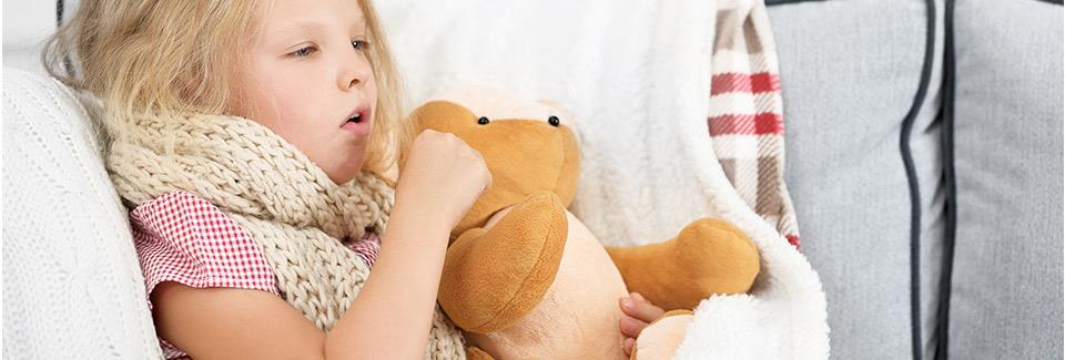 Τα γιατροσόφια της γιαγιάς που ανακουφίζουν άμεσα τον παιδικό βήχα